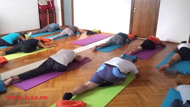 Elibereaza stresul si anxietatea: secventa de practica Yin Yoga pentru Rinichi – Vezica urinara | VIDEO