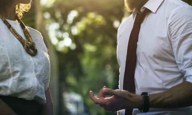 Cum sa iti transformi viata prin puterea adusa de conversatie